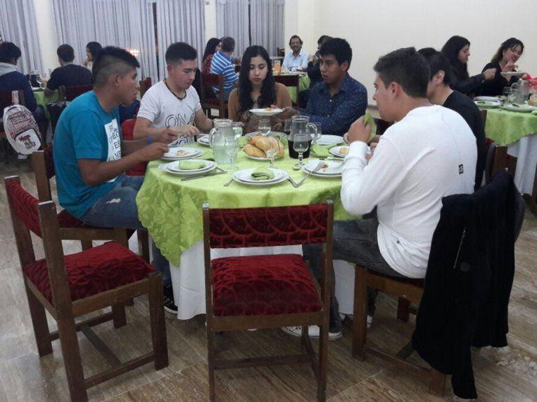 Estudiantes jujeños tendrán hoy la degustación de menús para la Cena Blanca 2018