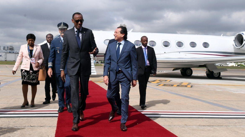 Paul Kagame llega en representación de África