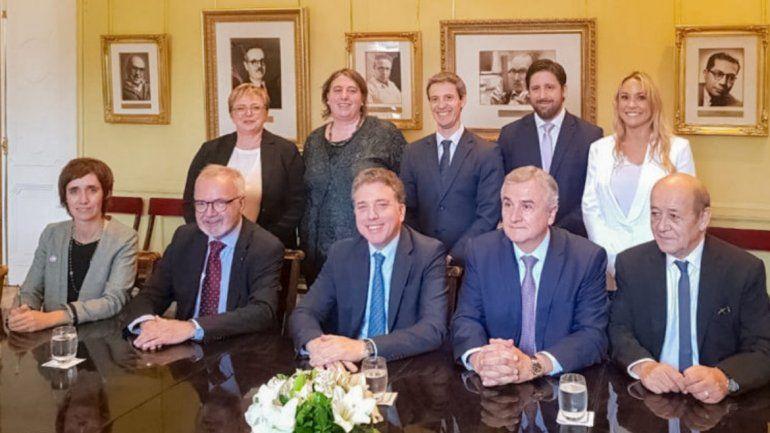 Morales y Dujovne con funcionarios de Francia