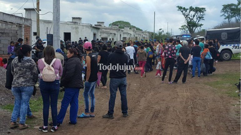 Usurpación de casas a medio construir en el Barrio Tupac Amaru: piden solución urgente
