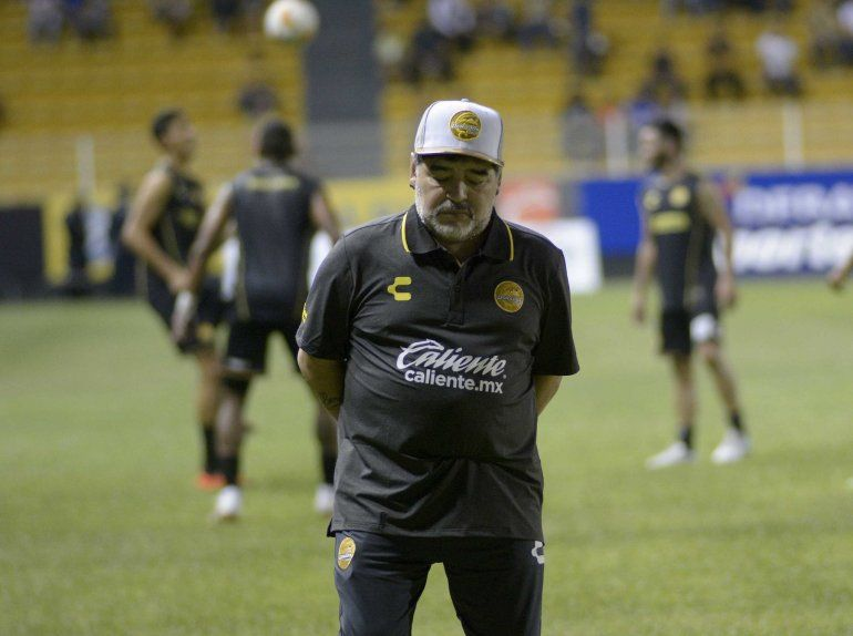 Internaron a Diego Maradona por un sangrado estomacal en una clínica de Olivos