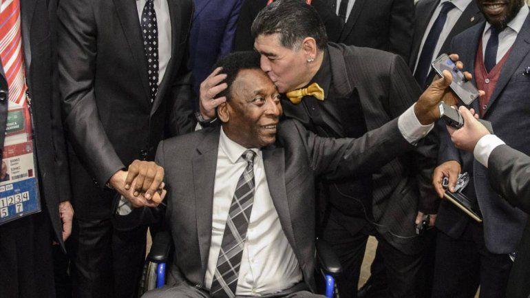 Para Pelé, Diego Maradona fue mucho mejor que Lionel Messi
