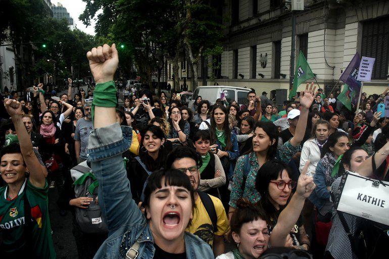 Miles de mujeres marcharon en rechazo a la absolución de los imputados por el asesinato de Lucía Pérez