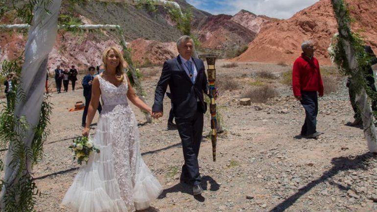 ¿Qué significa el cetro que le dieron a Morales en su casamiento?