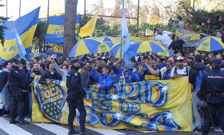 Banderazo de Boca en Madrid.
