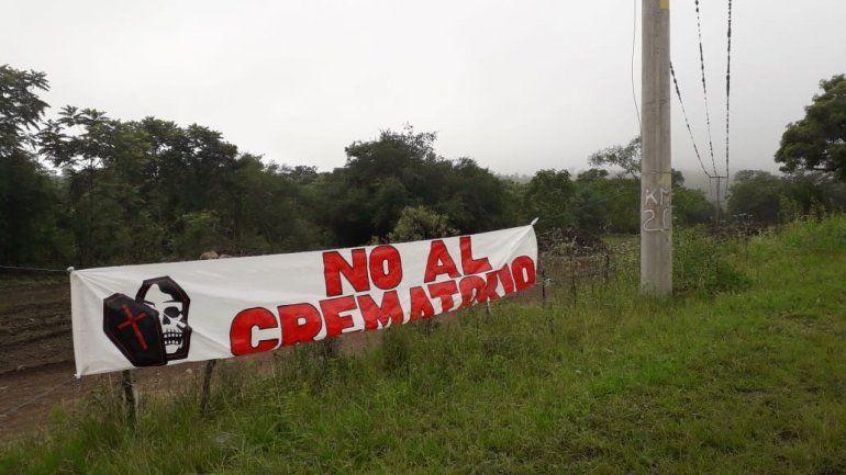Protesta de los vecinos de Los Paños frente a la instalación del crematorio