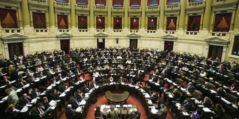 Hoy debatirán la Ley Micaela y el proyecto contra los barras