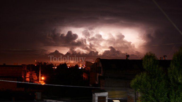Alerta por lluvias y tormentas en el centro y este de la provincia