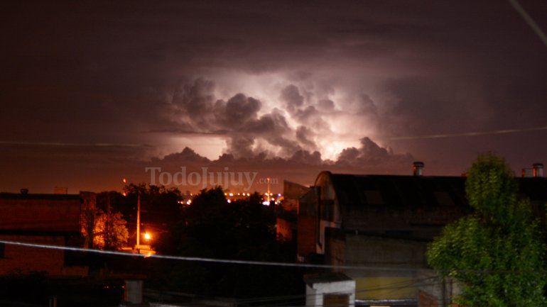 Emiten un alerta por tormentas eléctricas para hoy en Jujuy