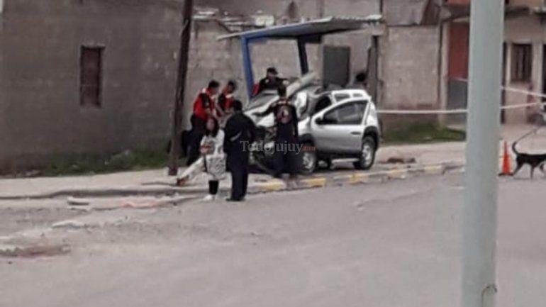 Avenida Forestal: reventó un neumático, chocó y se salvó de milagro