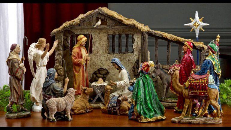 ¿Qué no debe faltar en el pesebre y cuándo se pone la imagen del niño Jesús?