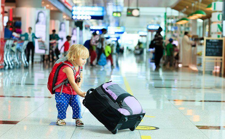 Viajar con menores de edad: dónde tramitar autorizaciones de alcance nacional e internacional