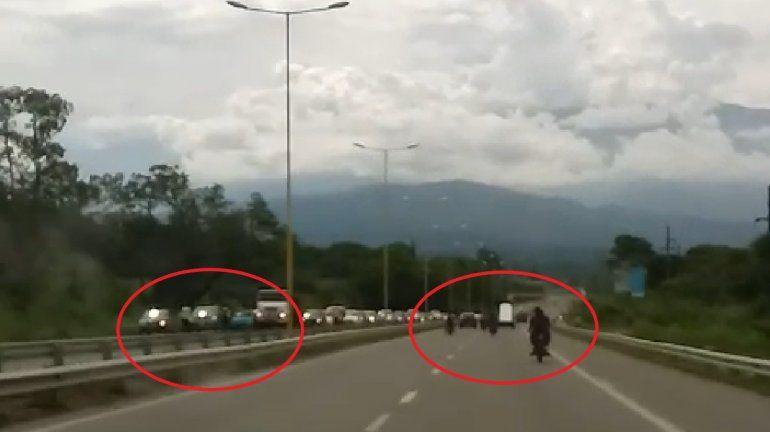 Descontrol en la ruta: motociclistas se burlaron de un control policial manejando mientras bebían cerveza