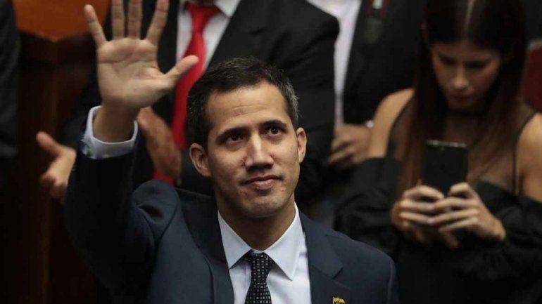 Guaidó se sumó al petitorio de Maduro para que el Papa los ayude a llevar elecciones libres