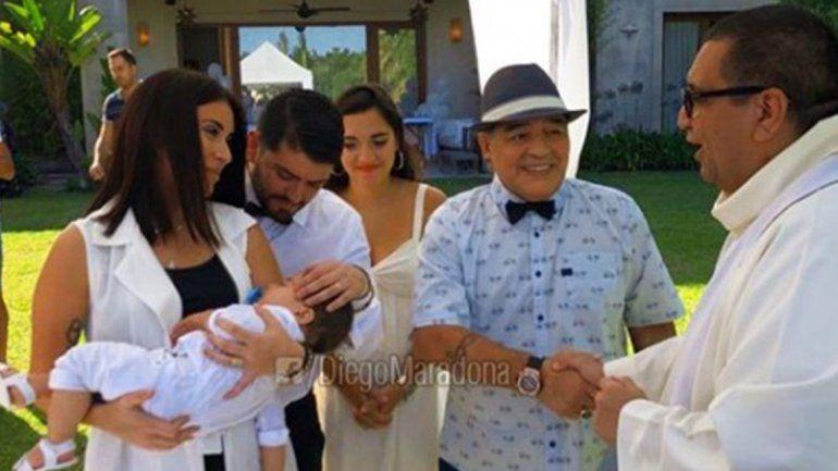 Maradona presente en el bautismo de su nieto