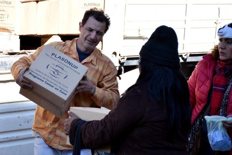 Durante todo el día se entregan las unidades alimentarias en San Salvador
