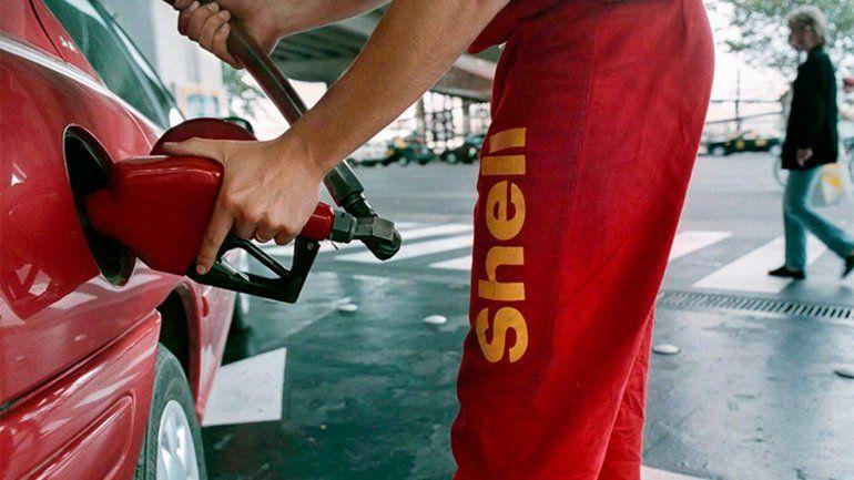 Otra petrolera bajó el precio de la nafta súper y diesel desde la medianoche