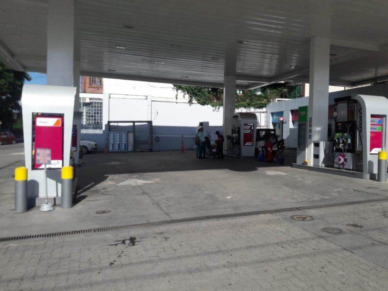 Dos hombres asaltaron la estación de servicio del barrio Los Perales