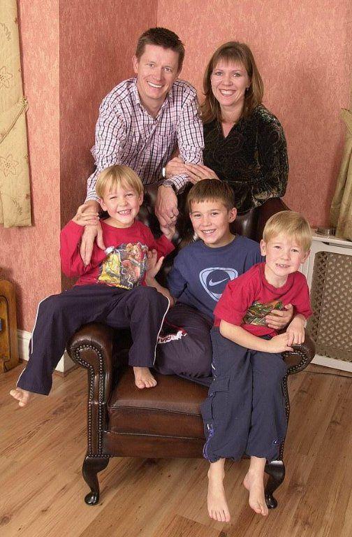 Estaba casado con tres hijos, descubrió que era infértil y demandó a su ex por 5 millones de dólares