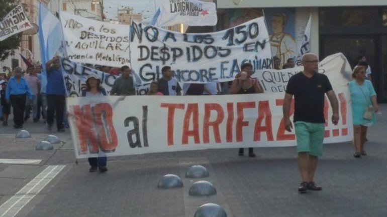 Se movilizaron en contra de los tarifazos y despidos de trabajadores