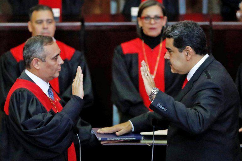 Con muy poco apoyo internacional, Nicolás Maduro asumió su segundo mandato como presidente