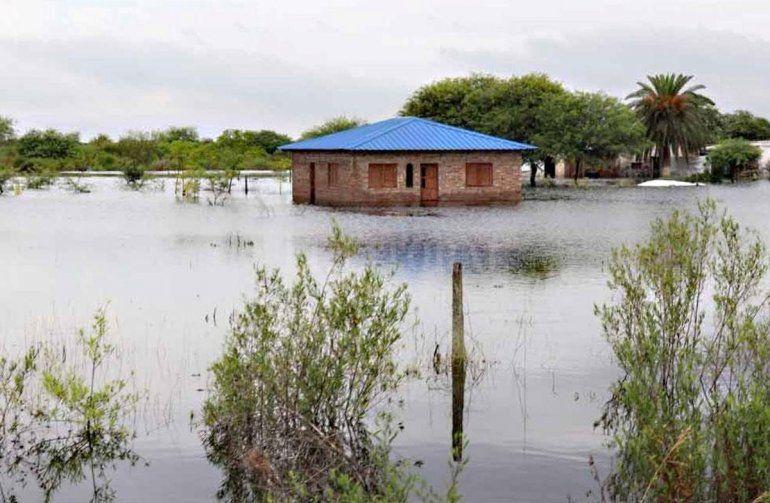 Cuatro muertos y miles de evacuados por las inundaciones en el Litoral y el Norte argentino