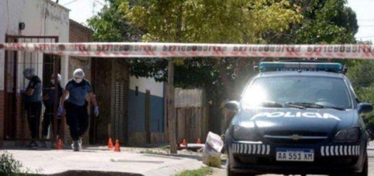 Una mujer fue asesinada a golpes y puñaladas por su pareja