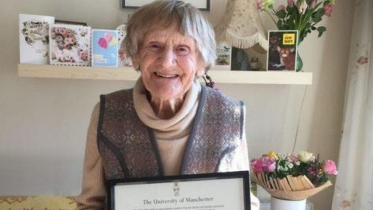 Una mujer recibió su título universitario a los 101 años