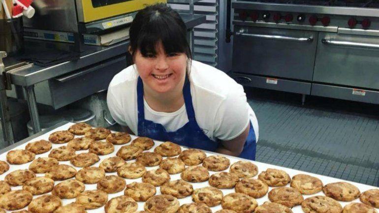 Tiene síndrome de down, se recibió, no le daban trabajo y abrió su propia panadería