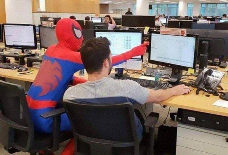 ¡Imperdible! El último día de trabajo en la oficina hizo lo que siempre imaginó