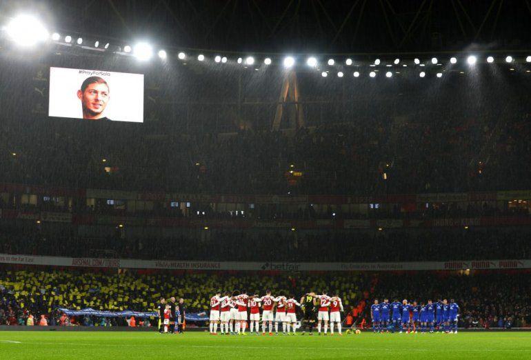 Conmovedor homenaje a Emiliano Sala: en Arsenal-Cardiff el fútbol quedó en un segundo lugar