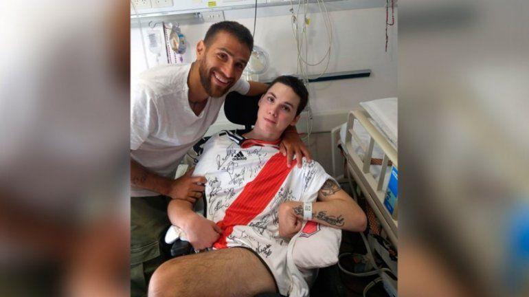 Después del robo, Ponzio le llevó otra camiseta a Alan, el joven internado con una lesión cerebral