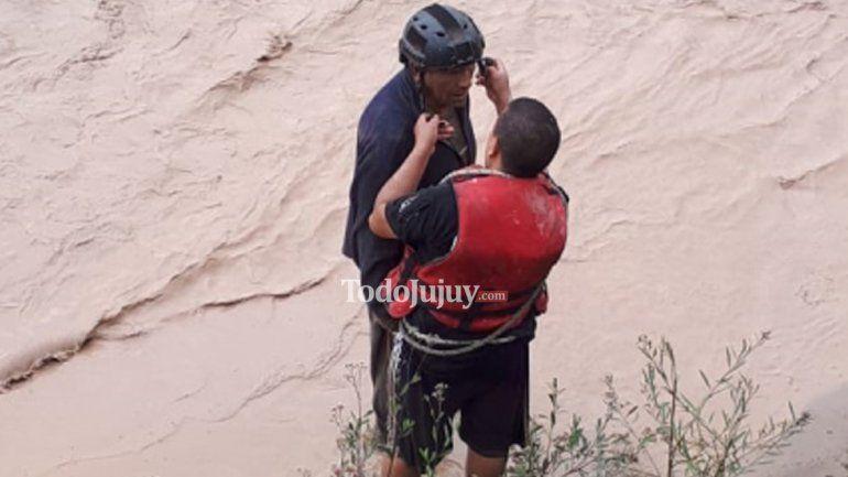 Rescataron a un hombre que era arrastrado por el Río Grande