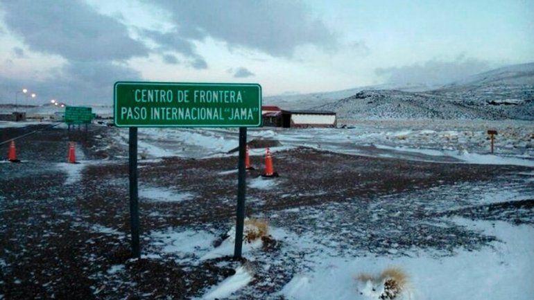 Jama sigue cerrado por la acumulación de nieve del lado chileno