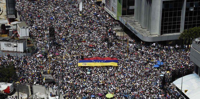 Juan Guaidó convocó a más marchas contra Maduro y anunció la llegada de ayuda humanitaria