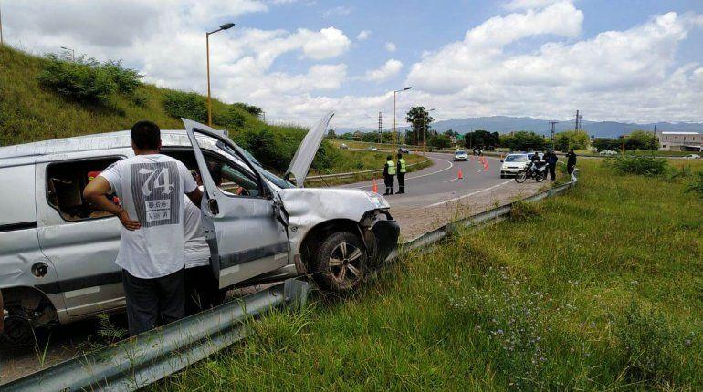 Impactante choque en el Acceso Sur: dos personas resultaron heridas