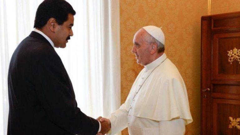 Francisco aceptó mediar en el conflicto que transita Venezuela con la condición de que lo pidan ambas partes