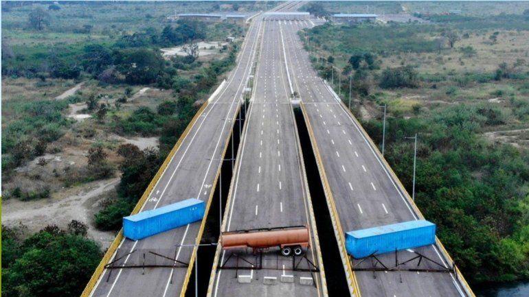 Bloqueo a la ayuda humanitaria en Venezuela: esta es la impactante imagen del puente a Colombia
