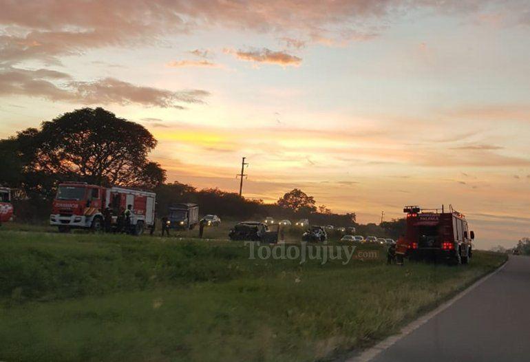 Un auto se incendió por completo en la autopista entre Palpalá y Perico