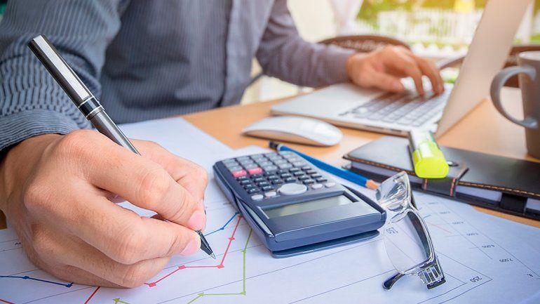 Por ley los balances que confeccionen las empresas deben incluir el ajuste por inflación