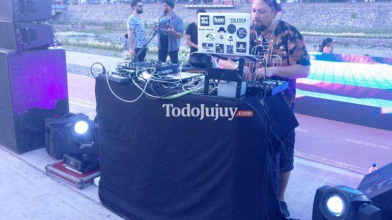 Xixi Xibi con karaoke solidario para esta noche y el domingo, batalla de Djs