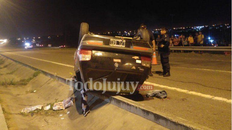Buscan intensamente un auto que provocó un accidente y se dio a la fuga