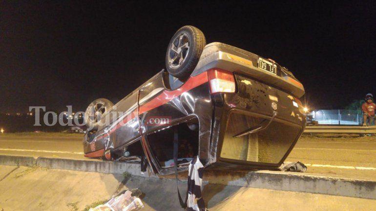 Volcó un auto y piden transitar con precaución sobre la autopista 66