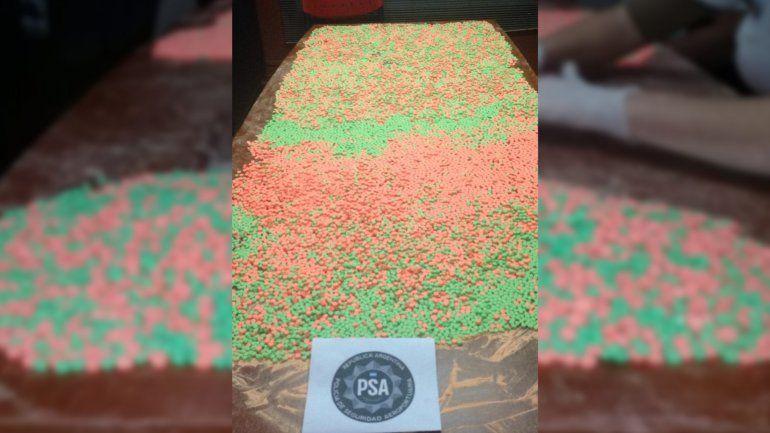 Una mujer intentó ingresar al país con 18.082 pastillas de éxtasis