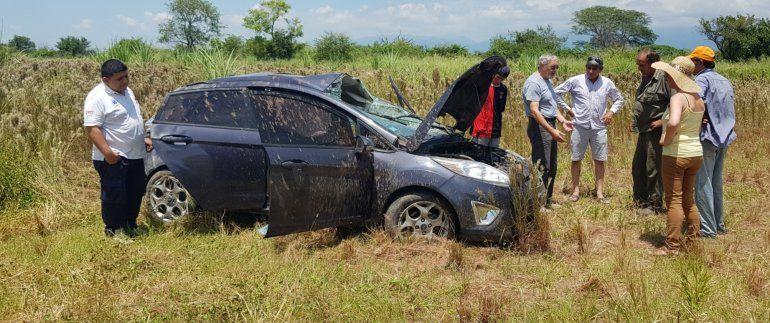 Jujeños volcaron en Tucumán y los salvó el cinturón de seguridad