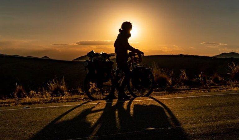 El continente en bicicleta: la historia del jujeño que quiere unir la provincia con Alaska