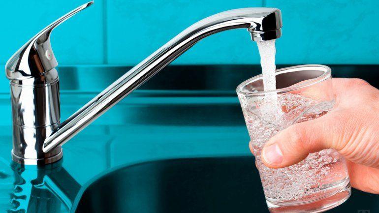 A la medianoche se reestablecerá el servicio del agua en todos los barrios afectados