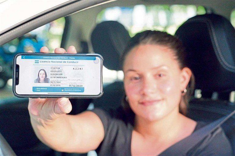 Colapsó la app para llevar el carnet de conducir en el celular