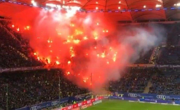 Imágenes impactantes con fuego en una tribuna del Hamburgo