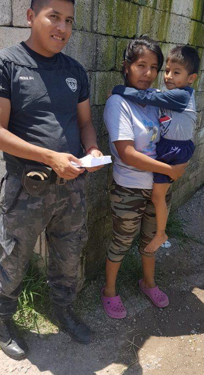 Palpalá: un nene tenía una moneda en las vías respiratorias, se puso morado y unos policías lo salvaron